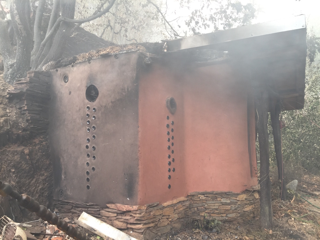The cob bathroom at Quinta do Vale after the fires of October 2017