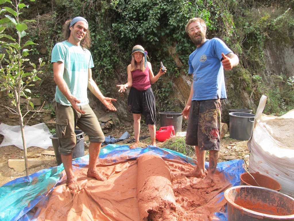Volunteer at Quinta do Vale - making cob